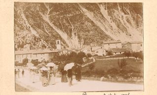 Il paese visto dalla strada per Sefro nel 1895