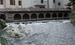 L'antico lavatoio sul torrente Scarsito