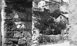 Le mura castellane e la porta